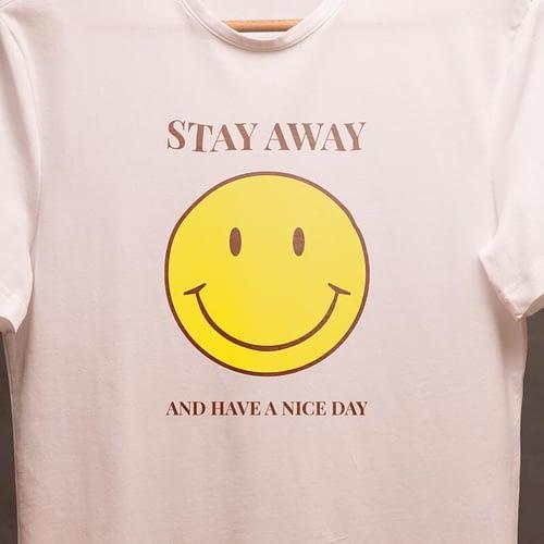 tricou personalizat cu fata zambitoare si text, 03